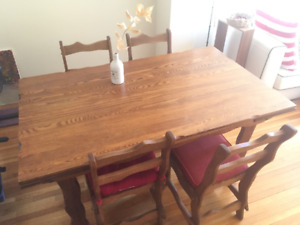 Beautiful vintage solid wood dining table with 4 chairs