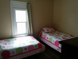 $275 Female Student Room-Only Girls House-LAST ONE!!-
