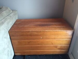 Wooden chest London Ontario image 1