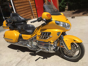 GOLDWING , HONDA 2010 GOLD WING YELLOW