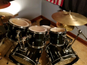 Peavy and pearl drum set