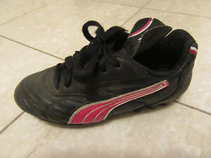 Puma Youth Size 1.5 Soccer Cleats