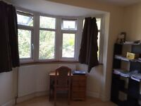 Double room available in a clean and quiet house in greenford