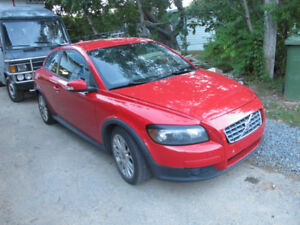 2009 Volvo C30, 5 sp, 180k, new MVI