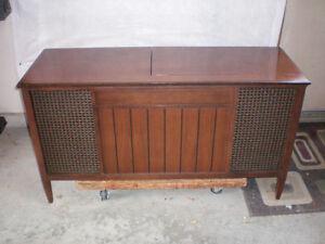 MID CENTURY MODERN ELECTROHOME PHONOLA  CONSOLE   TUBE STEREO. London Ontario image 1