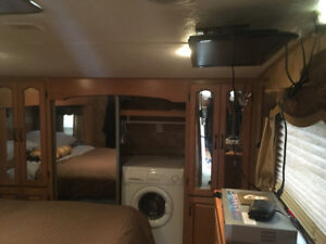 2008 Keystone Everest 37 ft 5th wheeler