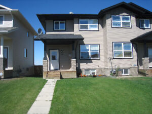 Lacombe: 4 Bedroom Townhouse Available November 1st
