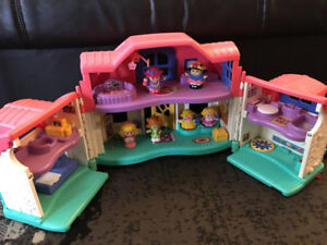FISHER PRICE LITTLE PEOPLE HOUSE WITH SOUNDS AND ACTION FIGURES