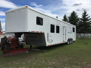2006 40 Ft Trailer with living quarters
