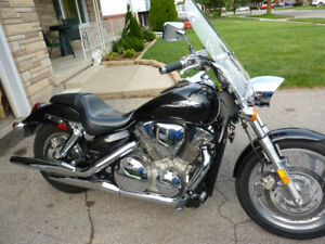 2008 VTX 1300 C  Colour  -- BLACK --   Cruiser  Mileage 4000 KM