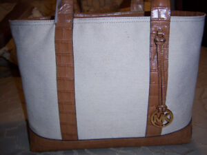 LARGE AUTHENTIC MICHAEL KORS TOTE