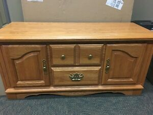 Solid Oak Cedar lined Chest, coffee table, or clothing storage. London Ontario image 1