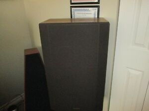 VINTAGE PAIR OF REALISTIC MACH II SPEAKERS