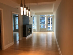 Martello Downtown Executive Suite 1 Bedroom + Den