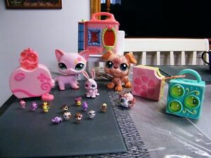 HUGE LOT OF LITTLEST PET SHOPS LARGE SMALL WITH ACCESSORIES