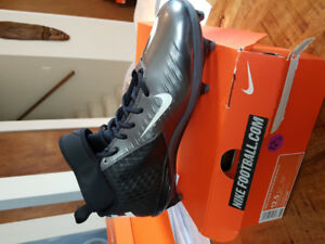 nike football cleat shoe (new)