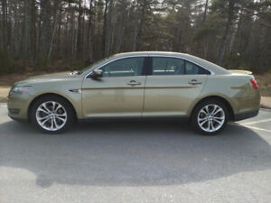 Ford Taurus SEL - Low KM!