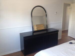 Black dresser with 6 drawers with mirror, all in great condition
