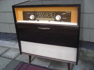 Vintage German Graetz  Floor Model Radio 41016EL