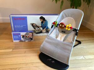 Transat Bouncer Baby Bjorn avec jouets (valeur 340$ +taxes)