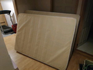 Full / double mattress and boxspring