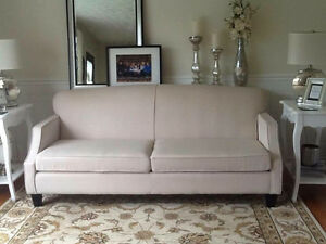 $500 - Perfect condition Leon's Couch