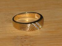 10k gold ring with 10 diamonds, size 9.75