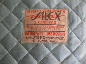 VINTAGE SILEX ELECT. HEATING PAD with QUILTED COVER [WORKS]