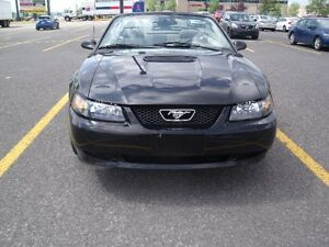 2002 Ford Mustang decapotable REDUIT