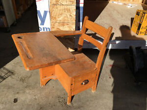 Moyer oak child's desk