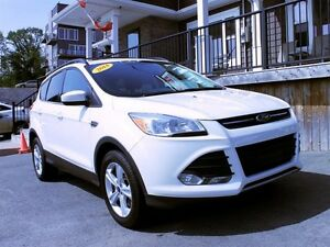 2014 Ford Escape SE / 1.6L Ecoboost 4cyl / 4x4 *Low KM's*