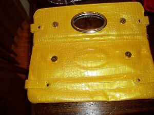 4 New purses; clutch and a valentino leather Kingston Kingston Area image 2