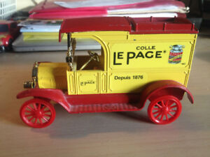 Vintage Toy FORD 1913 Model T Van Money Box by the ERTL Co.