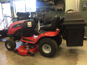 JONSERED YT 42 YARD TRACTOR WITH FREE BAGGER