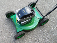 """Lawnmower lawn mower Weed Eater 4 HP 20"""" - like-new condition"""