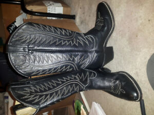 Vintage Size 7 womens Acme cowboy boots in great condition