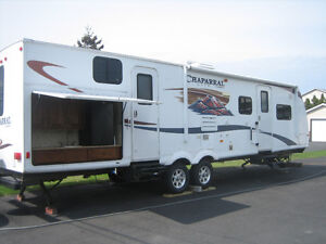 2011 chaparral lite 31BHDS by forest river. 2 slides