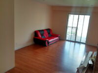 Spacious 3 bed unit in Brampton **GREAT LOCATION***