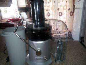 Centrifugeuse. Juice fountain