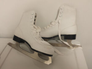 OBO - Figure Skates - size: 4 (Adult) . Mint conditions....