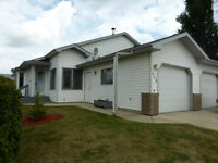 NEW LISTING!  HALF DUPLEX IN KENTWOOD!