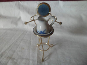 Vintage 1970s doll house Washsink And stand