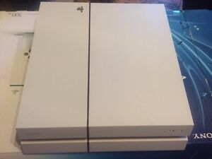 White ps4 with 5 games & original box