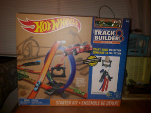 Hot Wheels BNIB track $35 Pick up at Islington and Eglington
