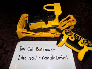 KIDS SIZED REMOTE CONTROLLED CAT BULLDOZER- LIKE NEW