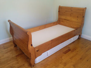 Solid pine twin sleigh bed