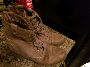 Size 9 womens Cobb Hill Brown Boots