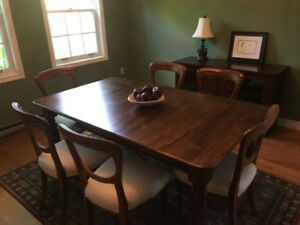 Beautiful Antique dining table  (Walnut??) and 6 chairs