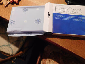 EVERCOOL - cooling pillow insert NEW IN BOX