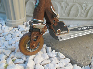 RAZOR SCOOTER (or for parts) - Price Negotiable West Island Greater Montréal image 3
